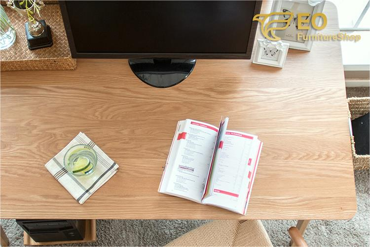 China Customized Wood Computer Desk Manufacturers and